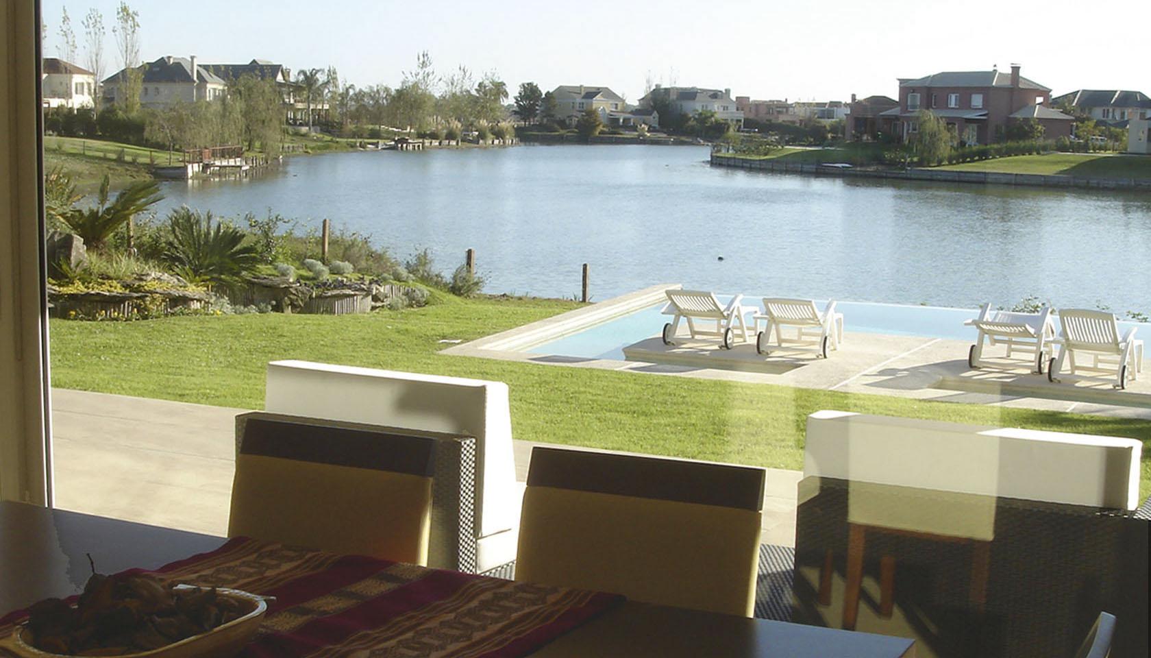 casas con vista al lago, integración del paisaje, casas con grandes aberturas
