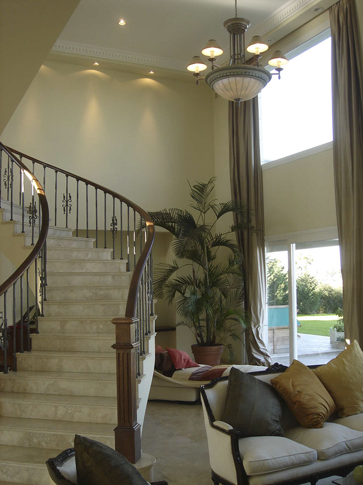 interiores de casas lujosas, escaleras clásicas