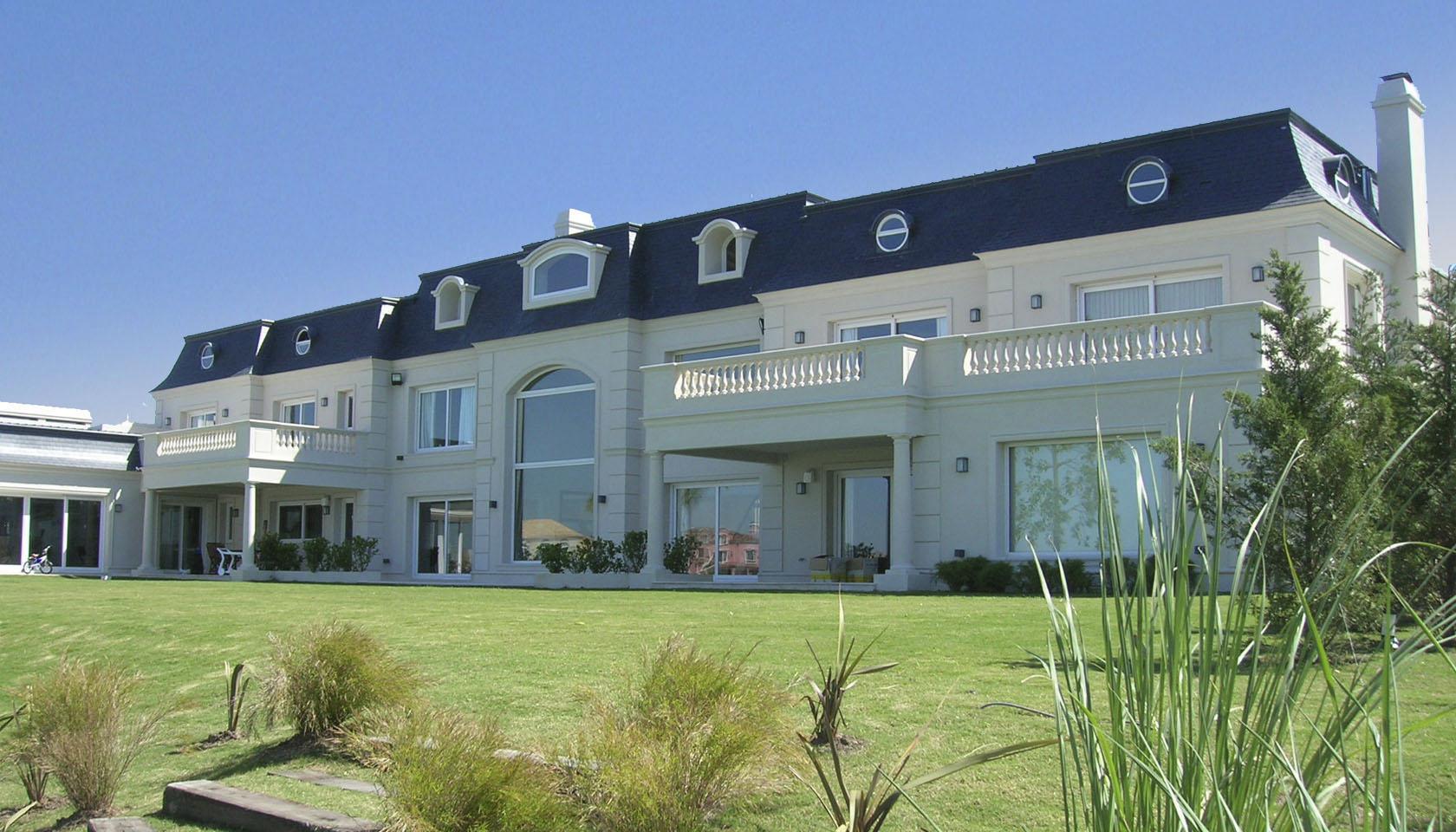 mansarda neoclásica, casa con ornamento, casas clásicas, arquitectura de lujo
