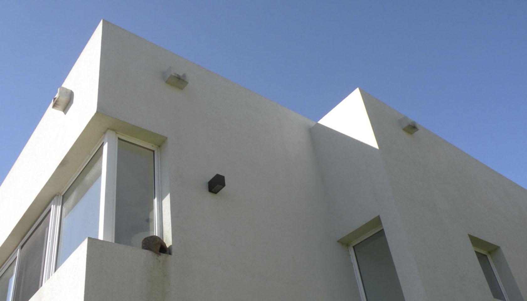 casas con revestimientos claros, arquitectura de volúmenes puros, casas cuadradas