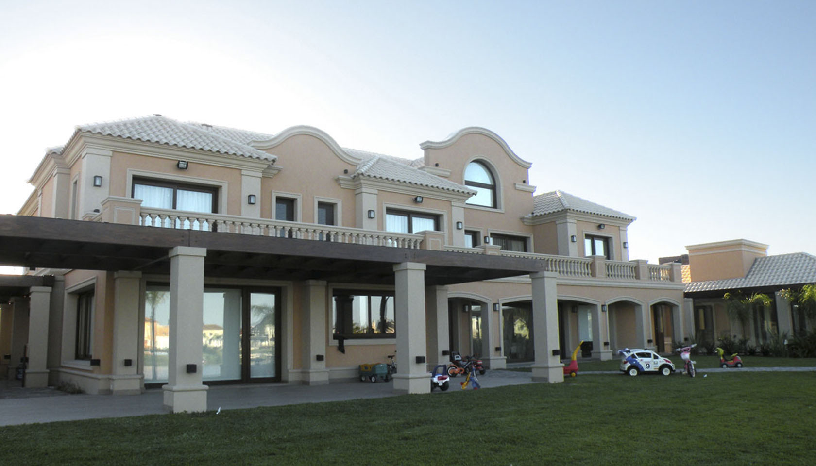 grandes galerías, casas neoclásicas, casas con ornamento