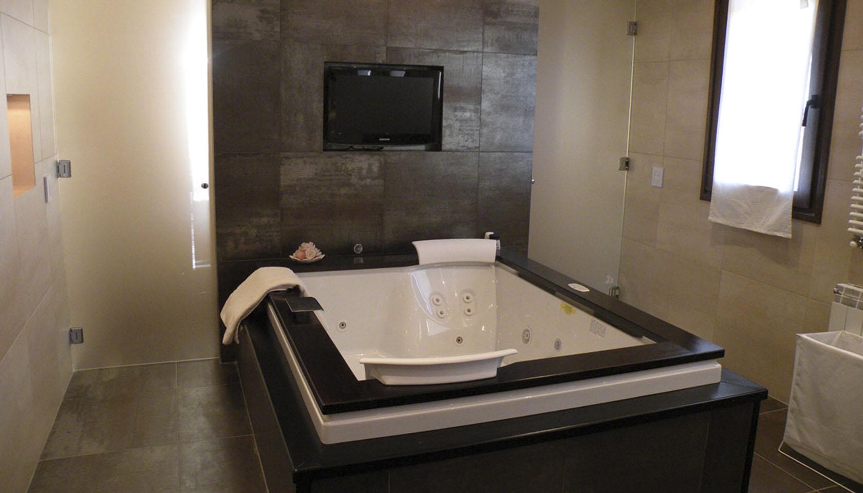 diseño de baños, revestimiento de porcelanato en baños