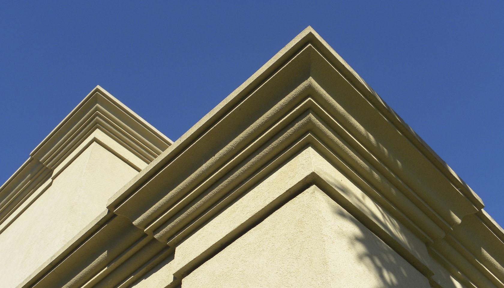 casas con ornamento, decoración en fachada clásica, líneas de ornamento