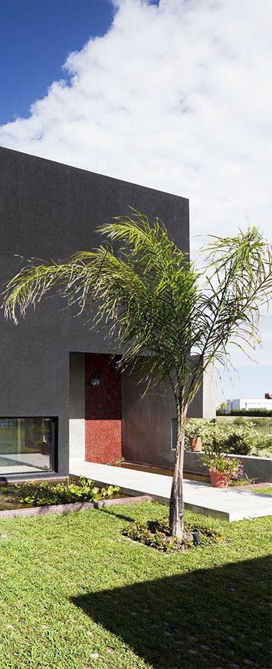 garden block en ingresos, palmeras en viviendas, colores en fachadas