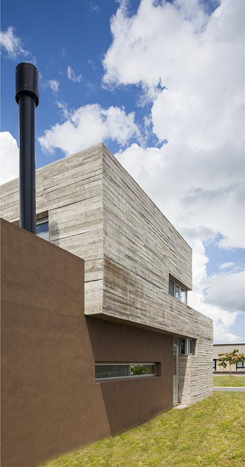 detalle de hormigón a la vista, encofrado de hormigón de tablas, fachadas modernas de hormigón