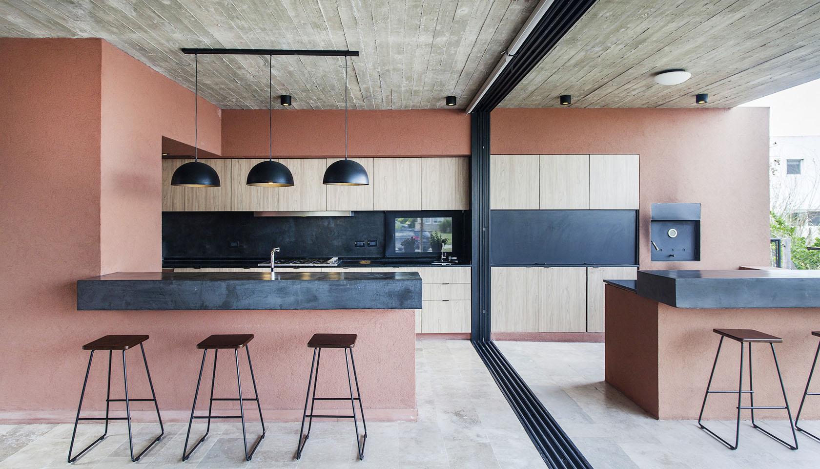 cielorraso de hormigón a la vista, hormigón de tablas a la vista, cocina y parrilla integrada en viviendas