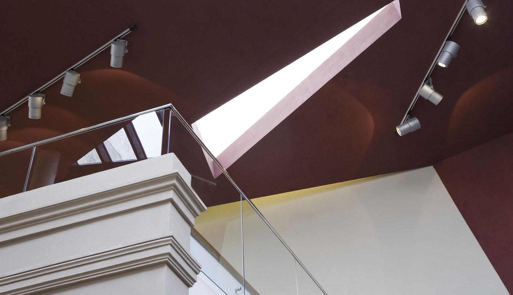 Diseño de techos modernos, integración de arquitectura clásica en espacios contemporáneos